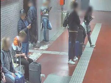 Detenido un grupo criminal que robaba en el metro de Barcelona por el métdo de la mancha