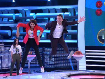 Arturo Valls enseña Silvia Abril a hacer el bucle en '¡Ahora caigo'!