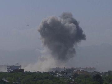 Un ataque terrorista en Kabul desata un fuerte enfrentamiento entre talibanes y las fuerzas de seguridad durante 8 horas.