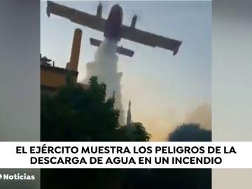 Los efectos de la descarga de un avión contra incendios