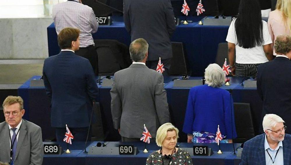 Diputados pro-Brexit dan la espalda al himno comunitario