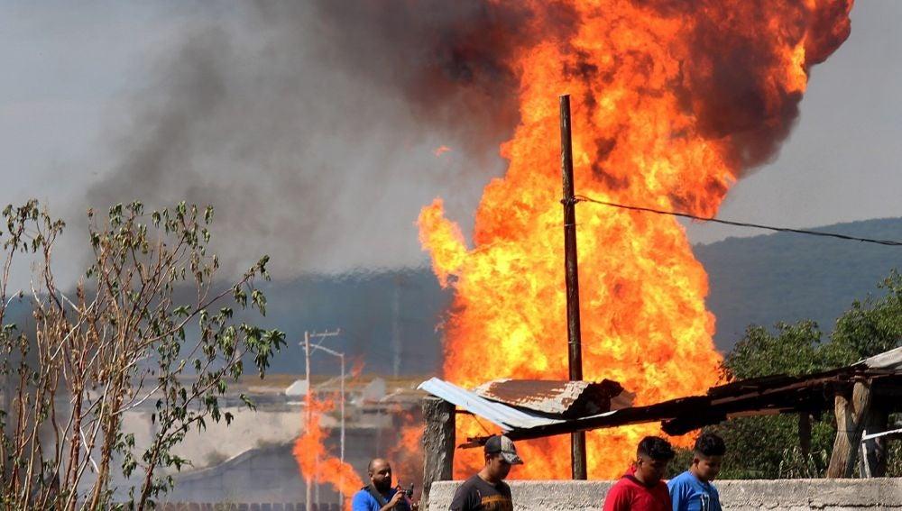Explosión de un gasoducto este lunes, en Celaya (México).