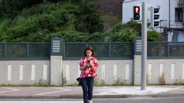 El peligro de los 'peatones zombis'