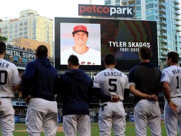El mundo del béisbol, de luto tras la muerte de Tyler Skaggs