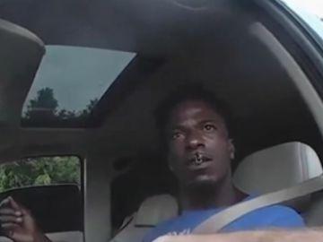 El hombre que arrastró al policía