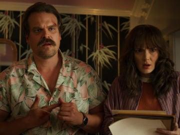 David Harbour y Winona Ryder en 'Stranger Things'