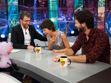"""Álvaro Morte cuenta el mayor """"subidón"""" del rodaje de 'La casa de papel': """"A Enrique Arce llegaron a coserle la carne de verdad"""""""