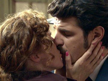 Ana, aliviada al recibir la visita de Carlos en prisión