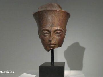 Subastan una escultura de la cabeza de Tutankámon por algo más de 5 millones de euros