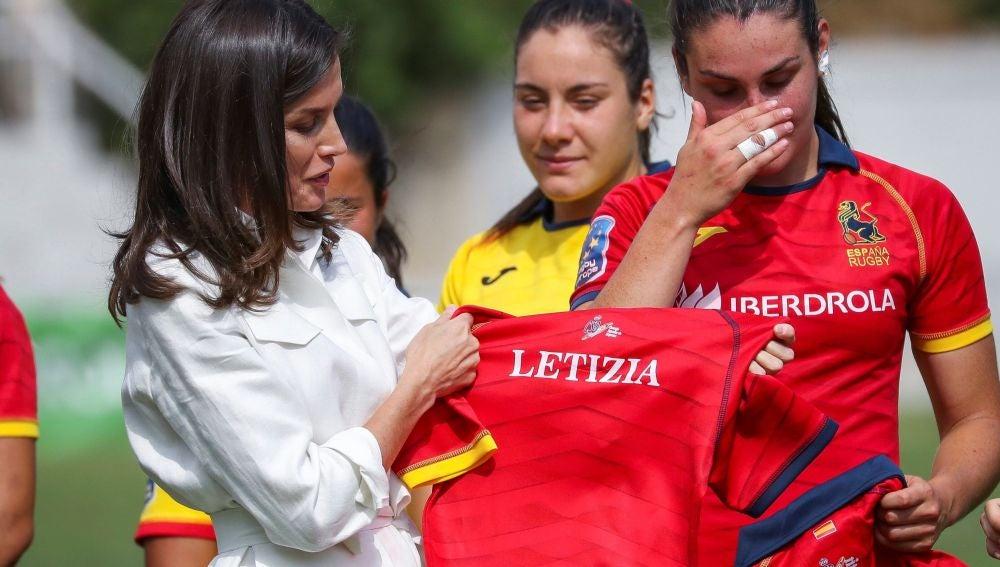 Su Magestad la Reina con la Selección Española de Rugby femenino