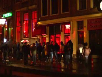 La alcaldesa de Amsterdam se plantea cerrar los escaparates del barrio rojo