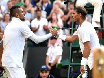 Kyrgios y Nadal se saludan después del partido de Wimbledon