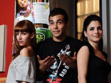 Nasser Saleh, Úrsula Corberó y Andrea Duro en 'Física o Química'