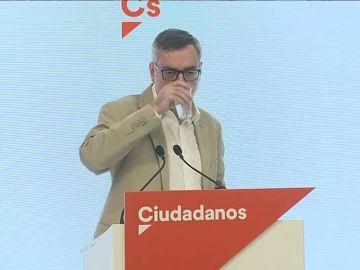El secretario general de Ciudadanos bromea sobre su tos y la situación del partido