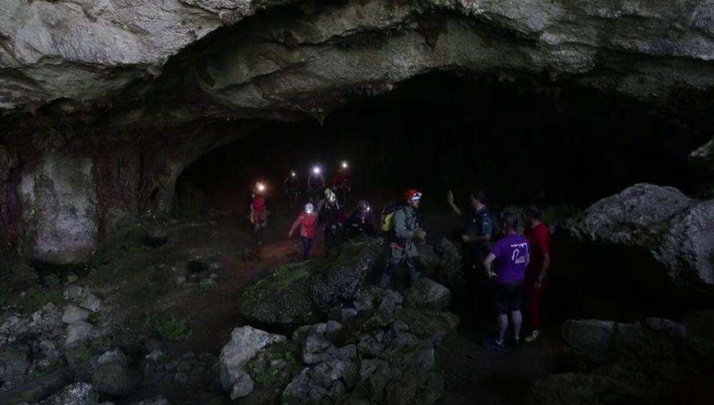 Primeras imágenes de las tres espeleólogas rescatadas de una cueva de Coventosa, en Cantabria