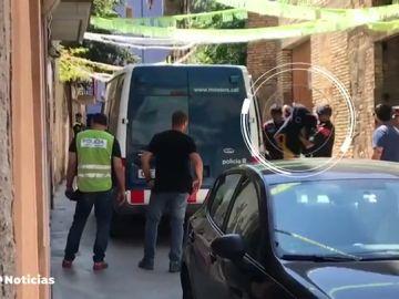 REEMPLAZO Los miembros de la nueva 'Manada de Manresa' acuden al registro del edificio okupa donde ocurrieron los hechos