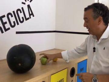 Roberto Brasero nos explica con una sandía, una naranja y una manzana como será el ecplise lunar