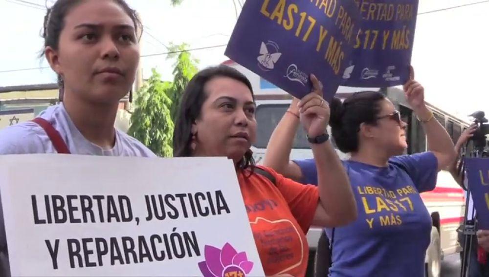 Vuelven a juzgar a la mujer condenada a 30 años por abortar tras ser violada en El Salvador