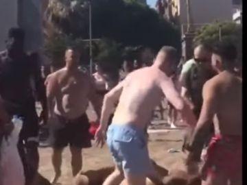 Brutal paliza entre turistas en la Barceloneta