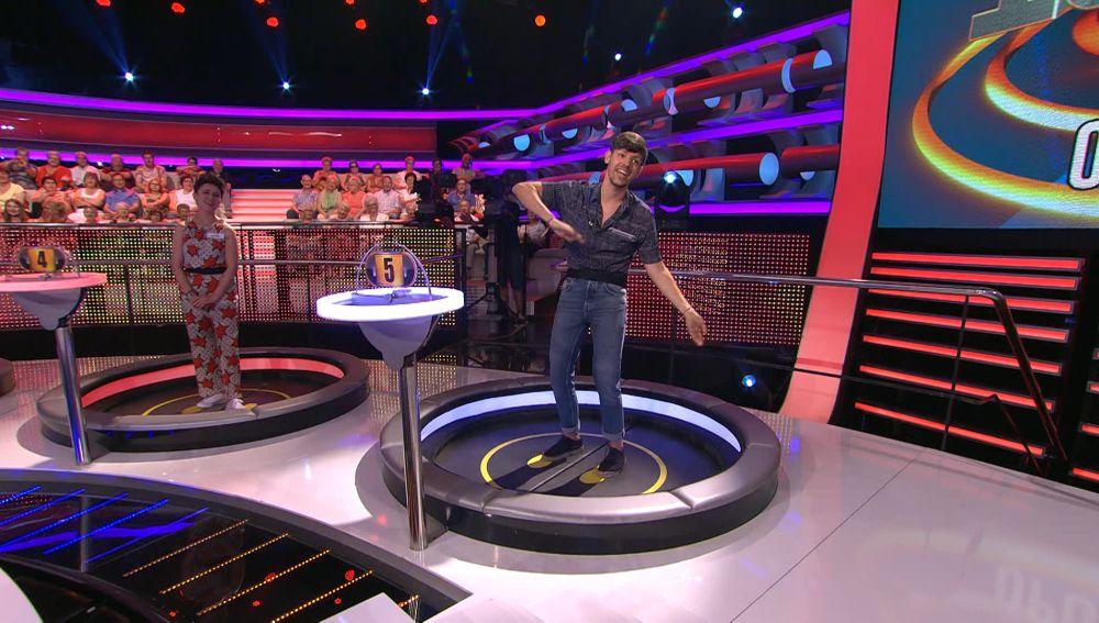 Alberto anima al público de '¡Ahora caigo!' a cantar 'Blanco y negro'