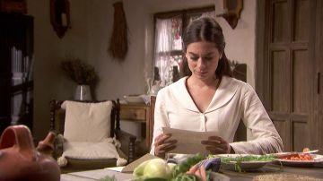 Elsa lee la carta de Álvaro