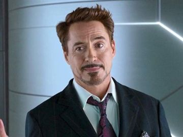 Robert Downey Jr. como Iron Man