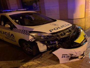 Detenido un delincuente peligroso tras embestir con un coche robado un vehículo policial en Málaga