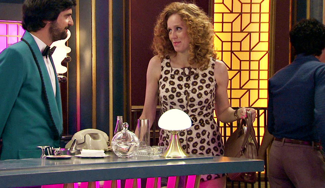 Vicente se acerca a Ana revelándola un duro secreto