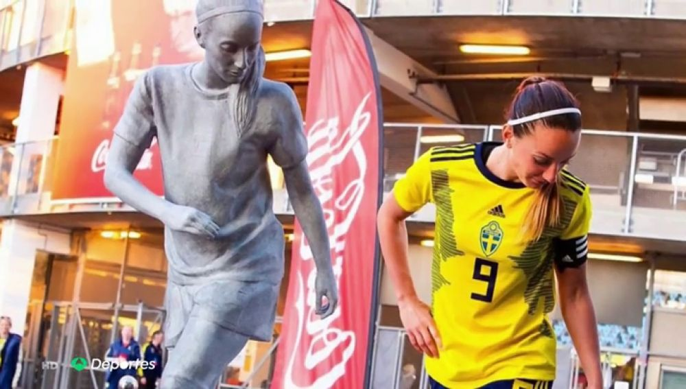 """Kosovare Asllani ya es la primera 'galáctica' del Real Madrid Femenino: """"Es un orgullo"""""""