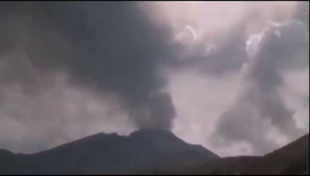 Más de mil afectados en Perú por la erupción del volcán 'Ubinas'