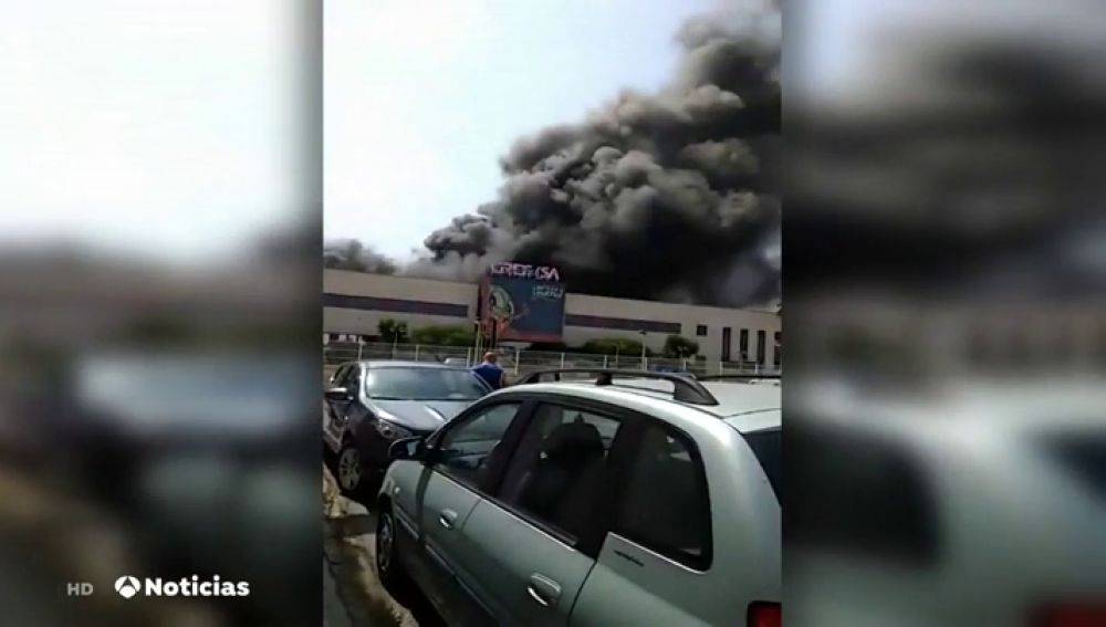 Un hombre herido en el incendio de la empresa de Grefusa en Valencia