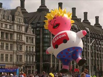 Una caricatura flotante de Boris Johnson abandera la nueva marcha contra el Brexit en Londres