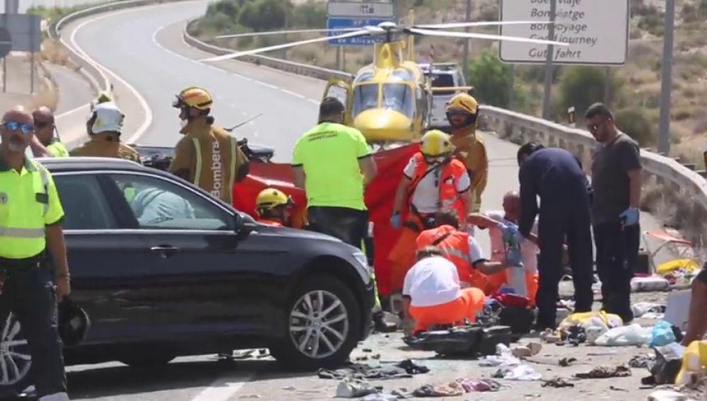 Mueres tres personas, entre ellas un niño de dos años, en un accidente en El Campello