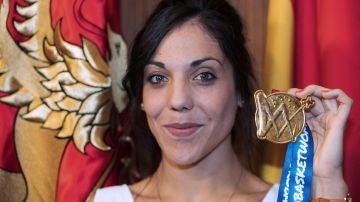Cristina Ouviña posando con la medalla de campeona de Europa