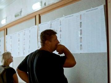Ucrania vuelve a las urnas en unas elecciones parlamentarias que buscan reforzar el poder de Zelenski