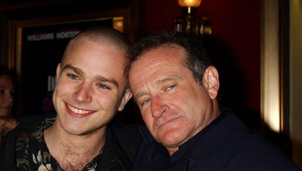 Zak junto a su padre, Robin Williams