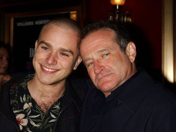 Zak junto a su padre, Robin Williams