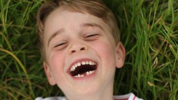 La tierna imagen del príncipe George por su sexto cumpleaños