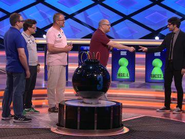 Juanra Bonet y un concursante se enfrentan en este juego tradicional, inalámbrico, online e interactivo en '¡Boom!'