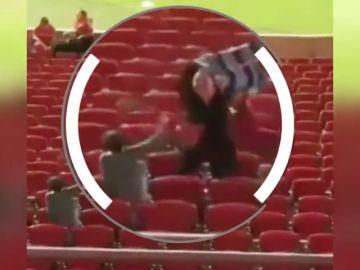 La escena viral que avergüenza a Brasil: agresión en la cara de un niño