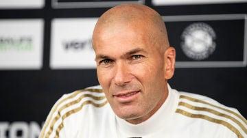 Zidane compareciendo en rueda de prensa