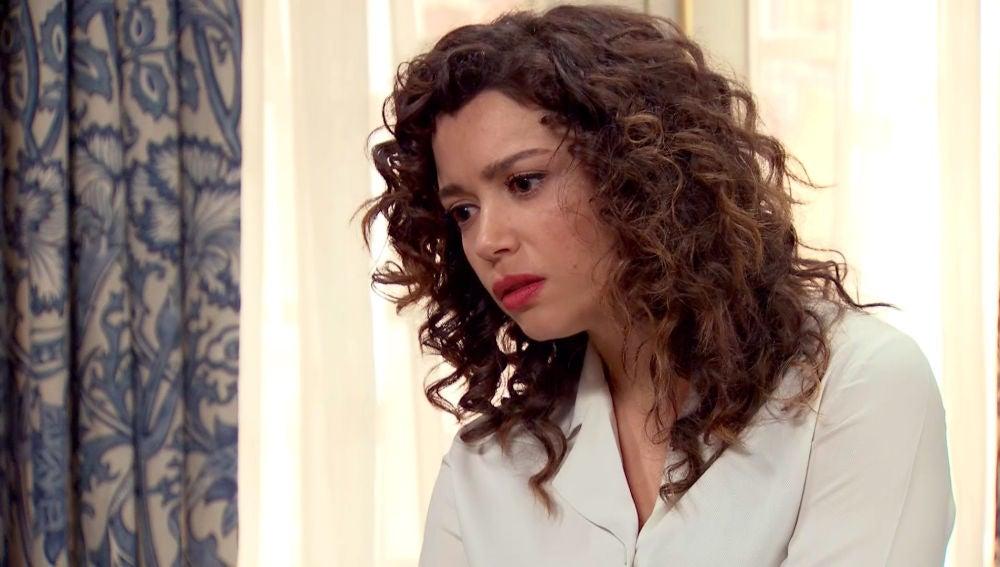 Amelia se enfada con Luisita por no defender su intimidad de pareja
