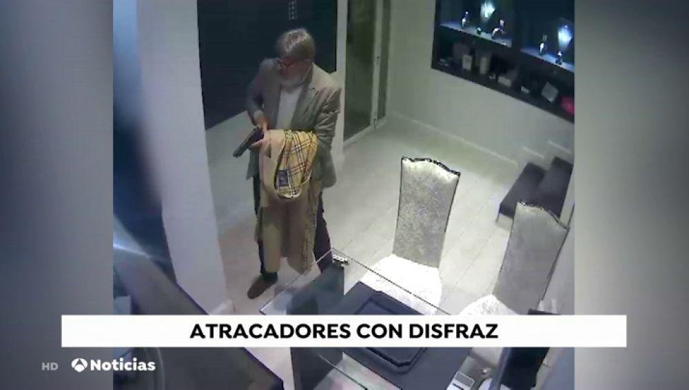 Dos atracadores de 60 y 64 años detenidos al intentar asaltar un banco: ya eran conocidos por la Guardia Civil