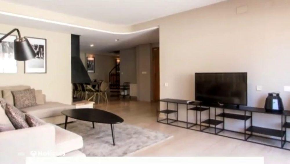 Pone a la venta un piso de lujo en Madrid con fotos de un apartamento de Valencia