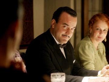 Miguel Regueiro es el Señor Almeida en 'El tiempo entre costuras'