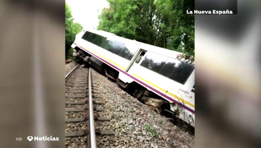 Un tren descarrila tras impactar contra varias vacas que atravesaban las vías entre Celorio y Poo