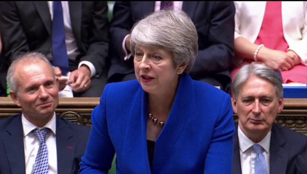 Theresa May continuará como diputada tras su retirada