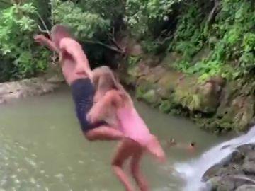 El susto de Tom Brady tras saltar desde una cascada con su hija de seis años