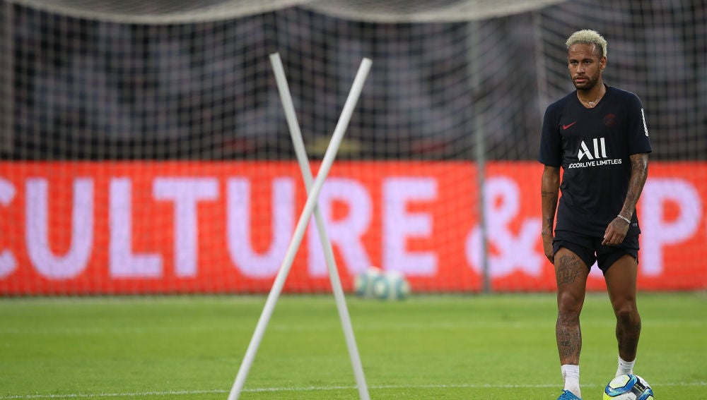 Neymar, en un entrenamiento con el PSG