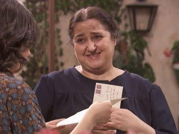Consuelo recibe una emotiva carta de Elsa